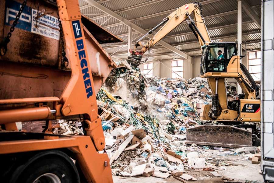 Abfall entsorgen und Entrümpeln mit Container